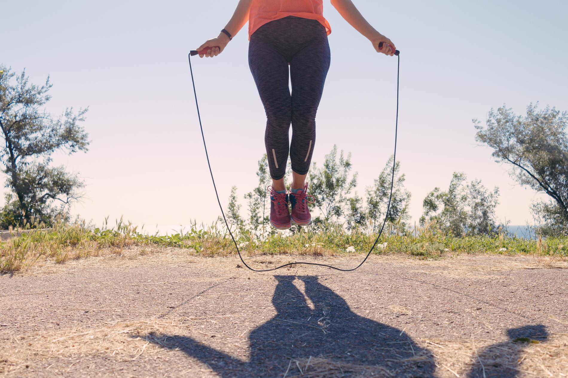 Perdre du ventre par la corde à sauter