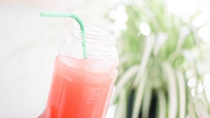 Perdre du poids : ces boissons naturelles et drainantes qui favorisent l'élimination des graisses